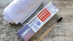 Отзыв: Отбеливающая травяная зубная паста от Dr. Konopkas