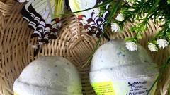 Отзыв: ChocoLatte - спасибо за восторг и радость детей! Дочка слёзно просила кошку в бомбочках))) Гейзер (бурлящий шарик) для ванн с игрушкой №2