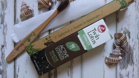 Отзыв: Зубная паста Herbaliste Active Charcoal Toothpaste Remove Bad Breath Twin Lotus