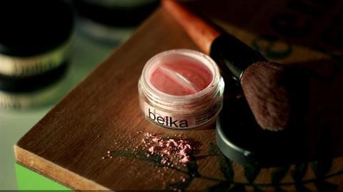 Отзыв: Находка века: розовые румяна в холодном оттенке - Минеральные румяна тон Velvet 03 Belka